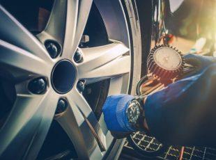 kontrola tlaku pneu